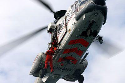Norwegischer Hubschrauber im Auftrag des Sysselmannen