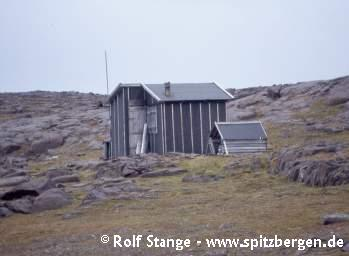 Büdel's 'Würzburger Hütte' at Sundneset on Barentsøya