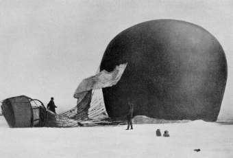 Andrée's balloon Örnen on the ice, 1897