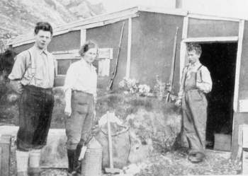 Wanny Woldstad (middle) and sons in the 1930s in Hornsund