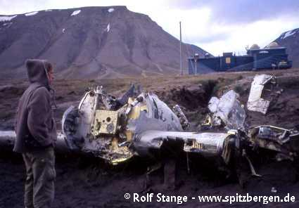 Wreck of German meteorological aircraft from the war in Adventdalen near Longyearbyen (1997)