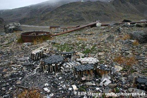 Tyske krigs-værstasjonene »Knospe« og »Nussbaum«, Signehamna (Krossfjorden)
