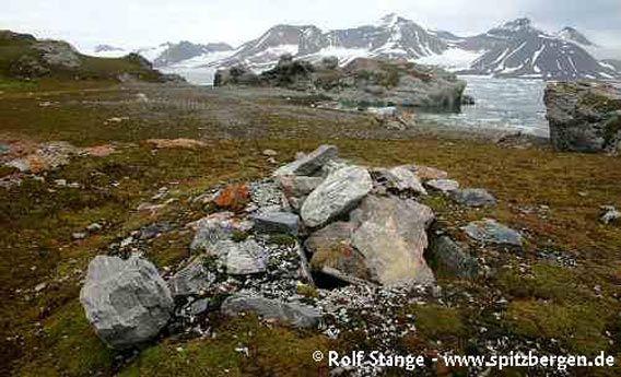 Whaler's (or pomor's) grave in Hornsund