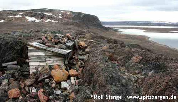 Utkikkspost på en bakketopp, bak Haudegen-Stasjon