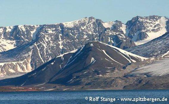 Die Vulkanruine Sverrefjellet, Bockfjord, Woodfjord