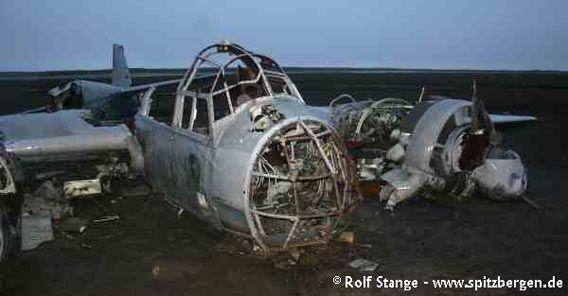 Das Wrack des deutschen Wetterflugzeugs, einer Ju 88, aus dem Zweiten Weltkrieg am Kapp Borthen
