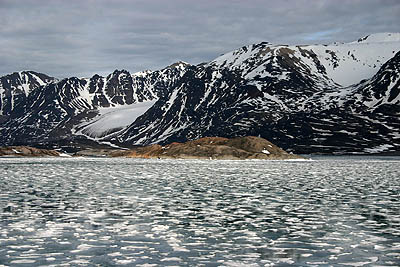 Temperate water in Spitsbergen's fjords -></noscript> Liefdefjord&#8221; title=&#8221;Temperate water in Spitsbergen's fjords -> Liefdefjord&#8221; width=&#8221;400&#8243; height=&#8221;267&#8243; class=&#8221;size-full wp-image-8262&#8243; /></p> </div> <p>Soure: UNIS</p> 	</div> 	</div> 	</div> 	<div class=