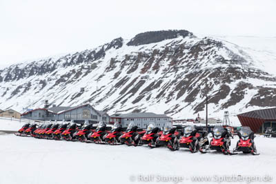 Motorschlitten in Longyearbyen