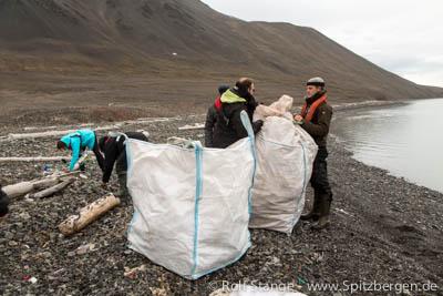 Müllsammelaktion, Mushamna (Spitzbergen)