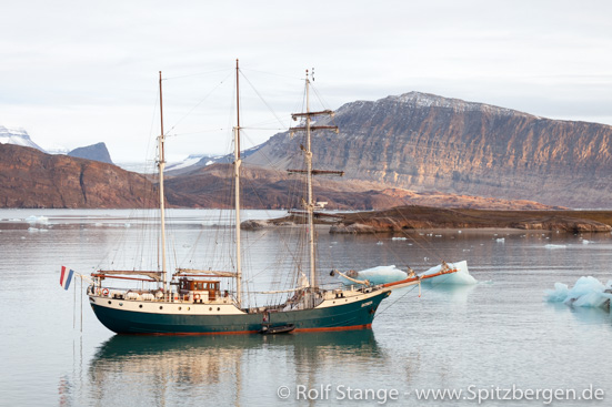 Spitzbergen unter Segeln: SV Antigua im Kongsfjord