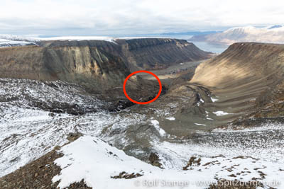 Larsbreen moraine landslide