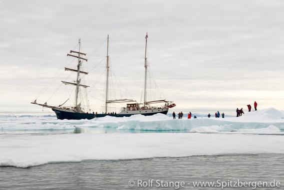 SV Antigua an der Eiskante, Spitzbergen
