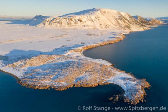 Crozierpynten, Sorgfjord