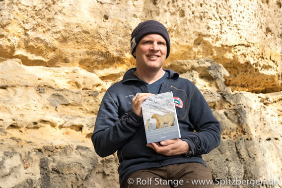 Rolf Stange with guidebook Spitzbergen-Svalbard (German, 6. edition)