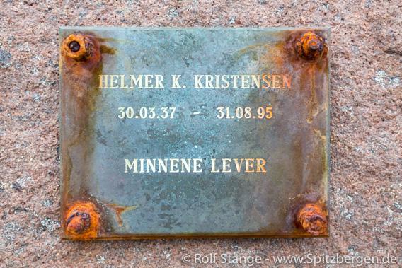 Kiepertøya, Denkmal Eisbärenunfall Helmer Kristensen
