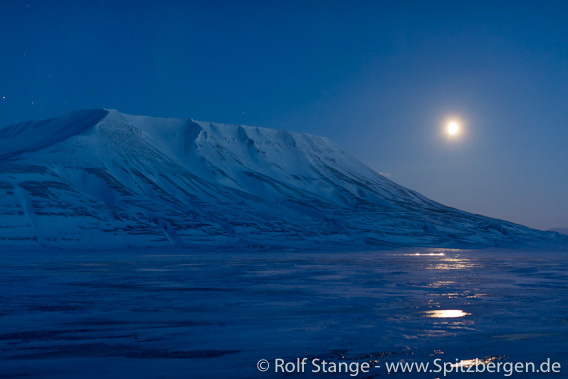 Polar night and moonshine in Adventdalen close to Longyearbyen