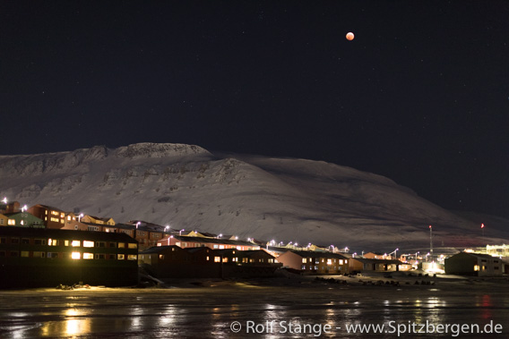 Lunar eclipse over Longyearbyen