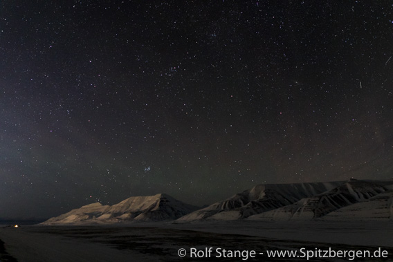 Starry sky during lunar eclipse, Adventdalen