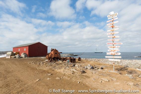 Signpost near the weather station Bjørnøya Meteo in Herwighamna