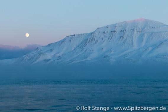 Der Mond neben dem Adventtoppen