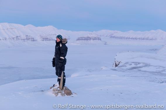 Lukas nyter utsikten over Tempelfjorden