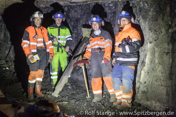 Malte Jochmann, Christopher Marshall, Maria Jensen und Rolf Stange im Lunckefjellet