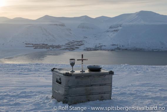 Solfestuke, Longyearbyen: Utegudstjenesten ved Telelinken