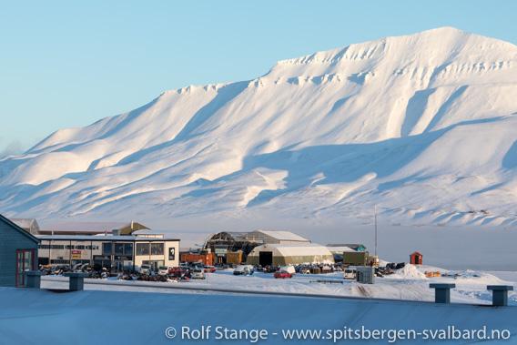 Svalbard Snøskuterutleie i solskinn