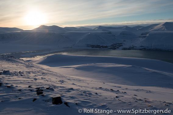 Sonne über dem Adventfjord