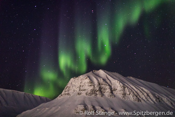Northern light over Sarkofagen near Longyearbyen