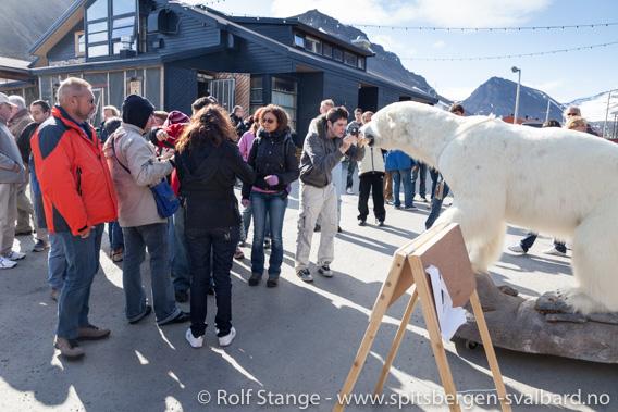 Turister i Longyearbyen
