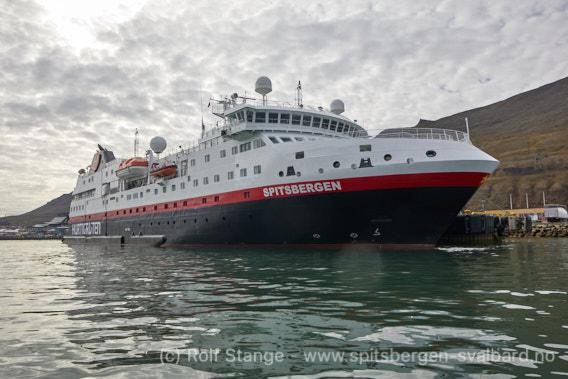 Hurtigrutenskip MS Spitsbergen i Longyearbyen