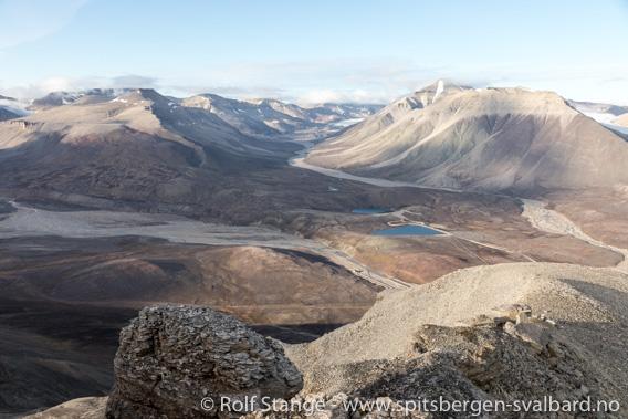 Utsikt fra Yggdrasilkampen mot Munindalen