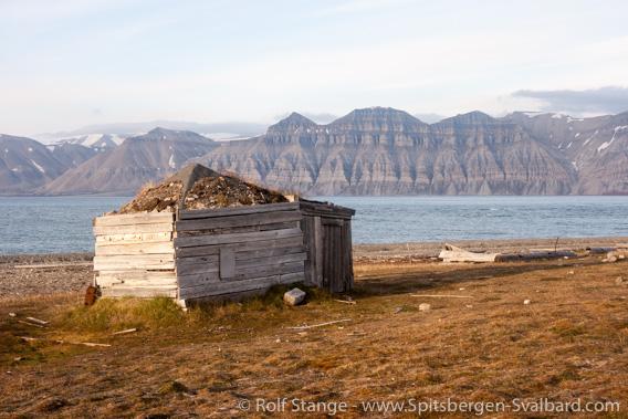 Trappers' hut, Skansbukta